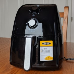 BELLA 1500W Electric Hot Air Fryer can make fried chicken, french fries, and fried shrimp.